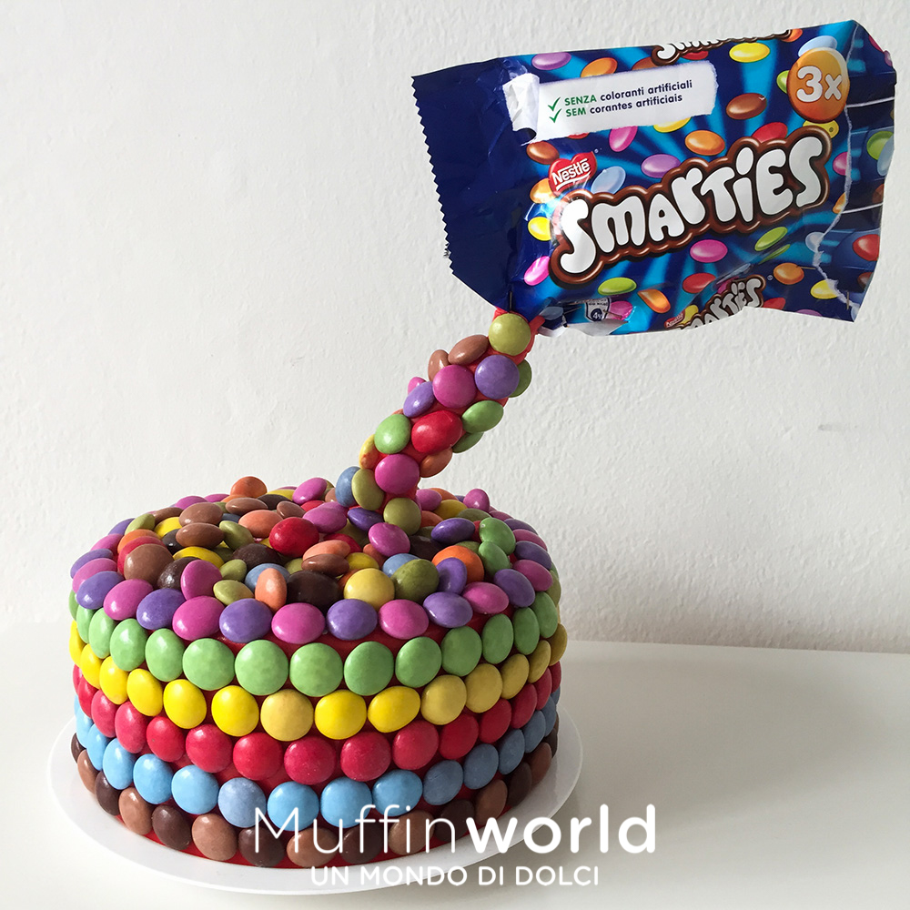 Torte per bambini muffinworld for Decorazione torte con smarties